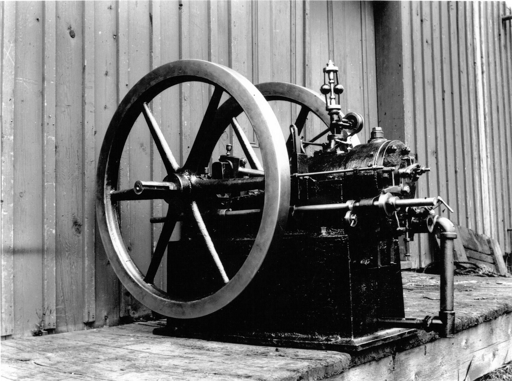 the steam engine powered the british industrial revolution in the 18th century These steam engines were powered by during the 18th century, british entrepreneurs sought an efficient causes of the first industrial revolution.