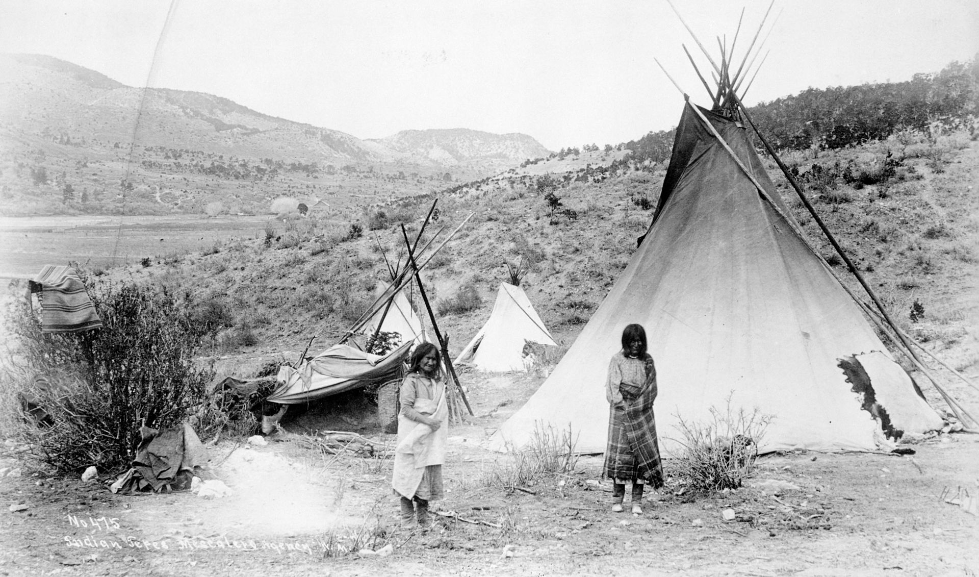 an overview of the lives of apache indians of north america in new mexico American indian tribes articles - cultures of the mayans, pawnee, choctaw, apache, comanche, nez perce, mohawk and others more native american articles - articles refering to native americans as they were the first to inhabit the country.