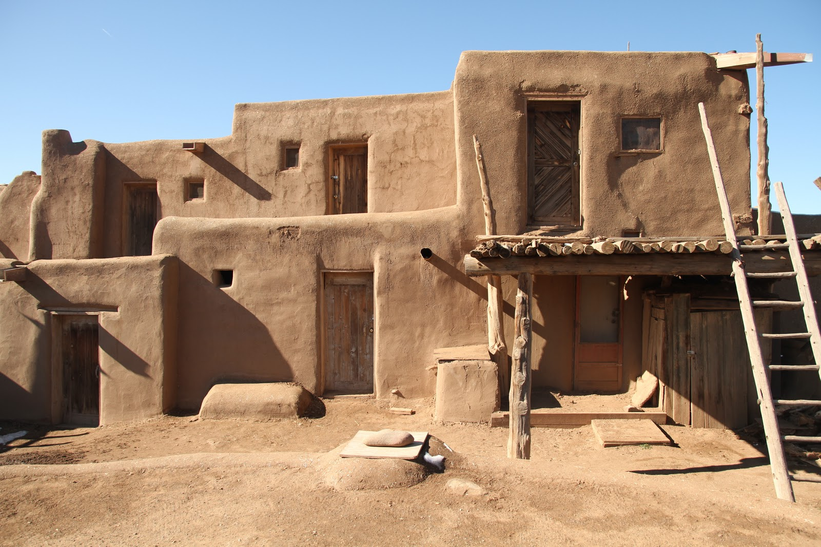 Image gallery native american pueblo houses for Pueblo home builders